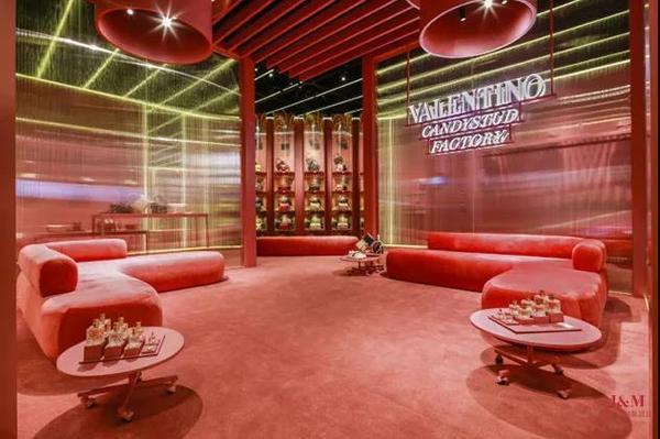 Luxury Pavilion为奢侈品牌Valentino打造的实景还原Candystud快闪店.jpg