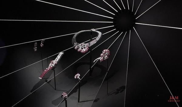 """Les Mondes de CHAUMET 寰宇艺境高定珠宝套系""""樱之漫歌""""篇章作品.jpg"""