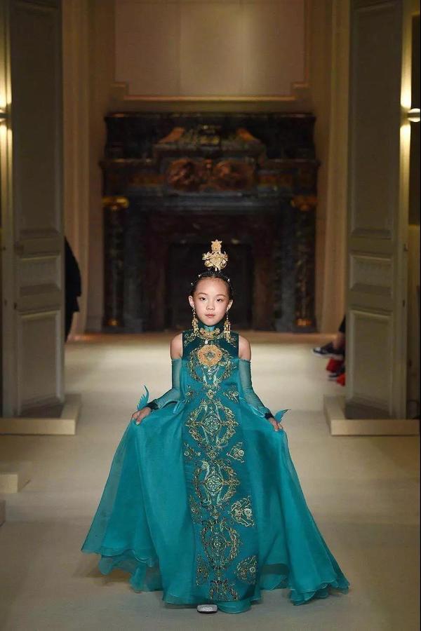 萃华再次亮相巴黎时装周,国潮又美出新高度3.jpg