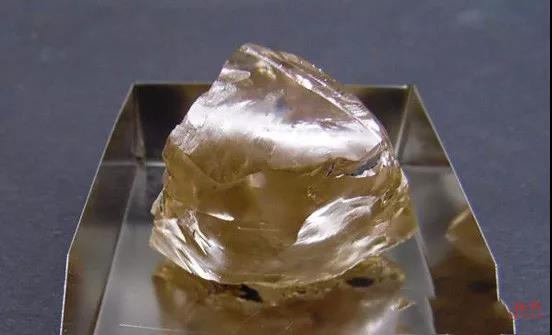 莱索托王国新发现一颗357ct浅棕色钻石原石.jpg