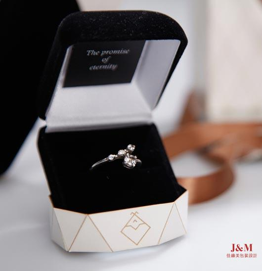 jewelry-packaging-design-7b.jpg