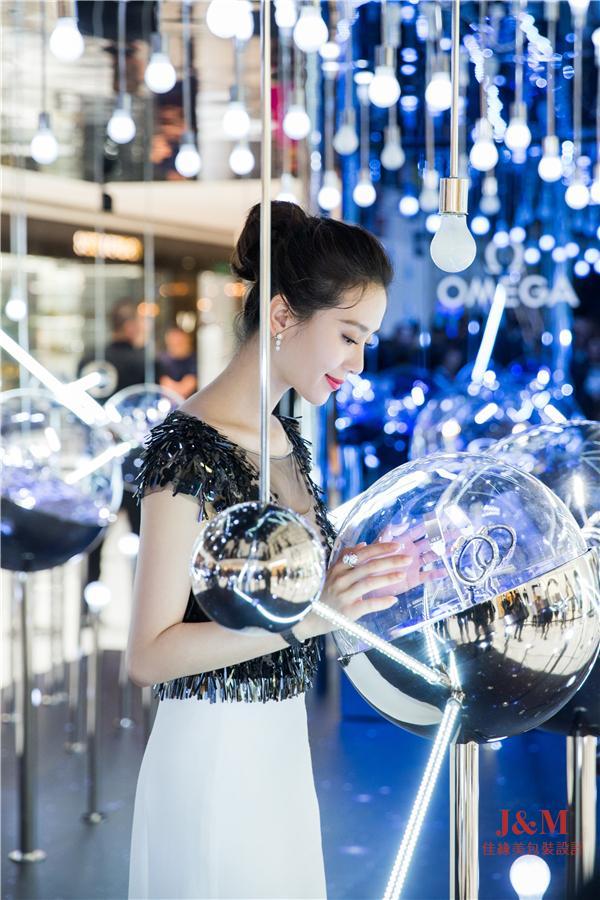 """刘诗诗参观于北京SKP举办的""""璀璨星空""""欧米茄星座系列腕表展.jpg"""