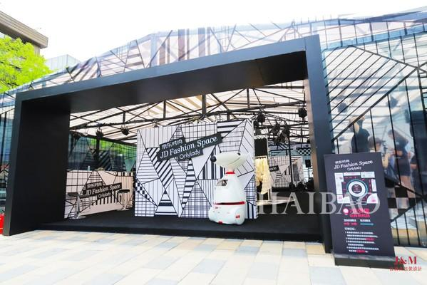 """JD Fashion Space""潮流快闪店360°透明玻璃""水晶屋""外观.jpg"