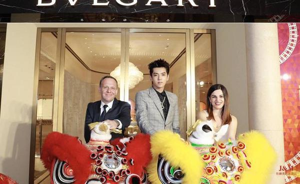(從左到右)Bulgari寶格麗大中華區董事總經理柯力亞、寶格麗品牌代言人吳亦凡、意大利上海領事館商務領事穆嵐朵.jpg